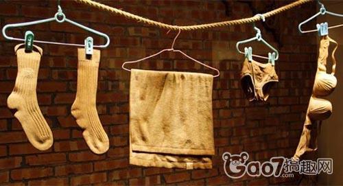 木头雕刻成的衣物