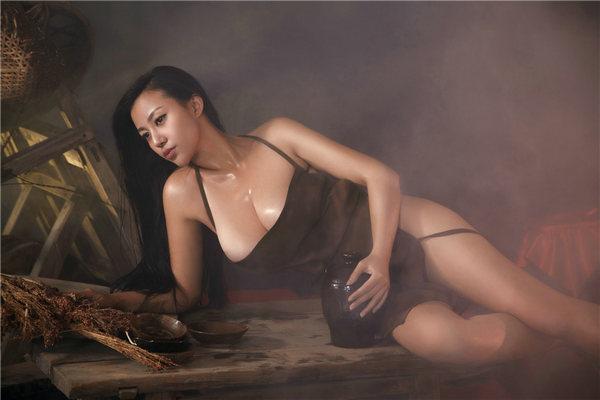 H奶苏梓玲全裸 红高粱 演风骚酒娘 乳波荡漾图片